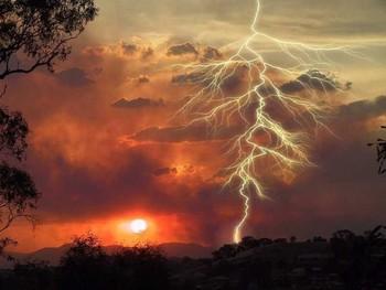 Free Lightning.jpg phone wallpaper by ra0u1duk3