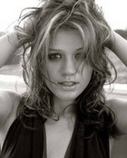 kelly clarkson black n white