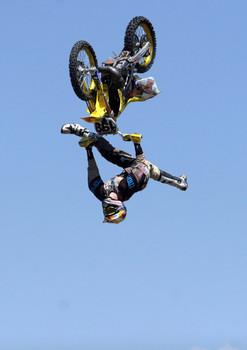 Free dirt-bike-jump-7.jpg phone wallpaper by credulous2confute