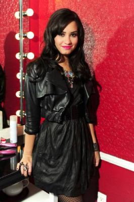 Free Demi Lovato phone wallpaper by bunnyoner