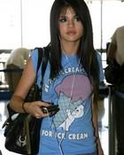 selena_gomez_casper_t-shirt-454x640.jpg