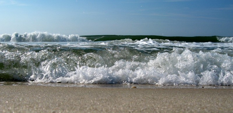 Free incoming waves phone wallpaper by brandiwig84
