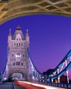 crossing_over,_tower_bridge,_london,_england.jpg