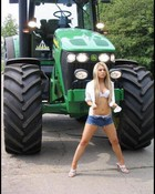 John Deere Girl_big.jpg wallpaper 1