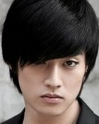 Eli_of_U_kiss_to_receive_surgery_for_his_fractured_arm_19102010035857.jpg