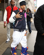 Bow-Wow-wears-Nike-Vapen-snowboard-boots-NY-Knicks-orange-blue-1.jpg wallpaper 1