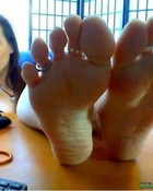 lick amber lily's feet