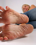 I want to lick and sniff her wrinkled feet wallpaper 1