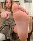 Lick her soft delicous feet