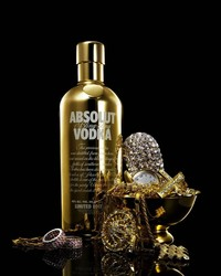 absolute_vodka_bottle_gold_drink_16517_3840x2160.jpg