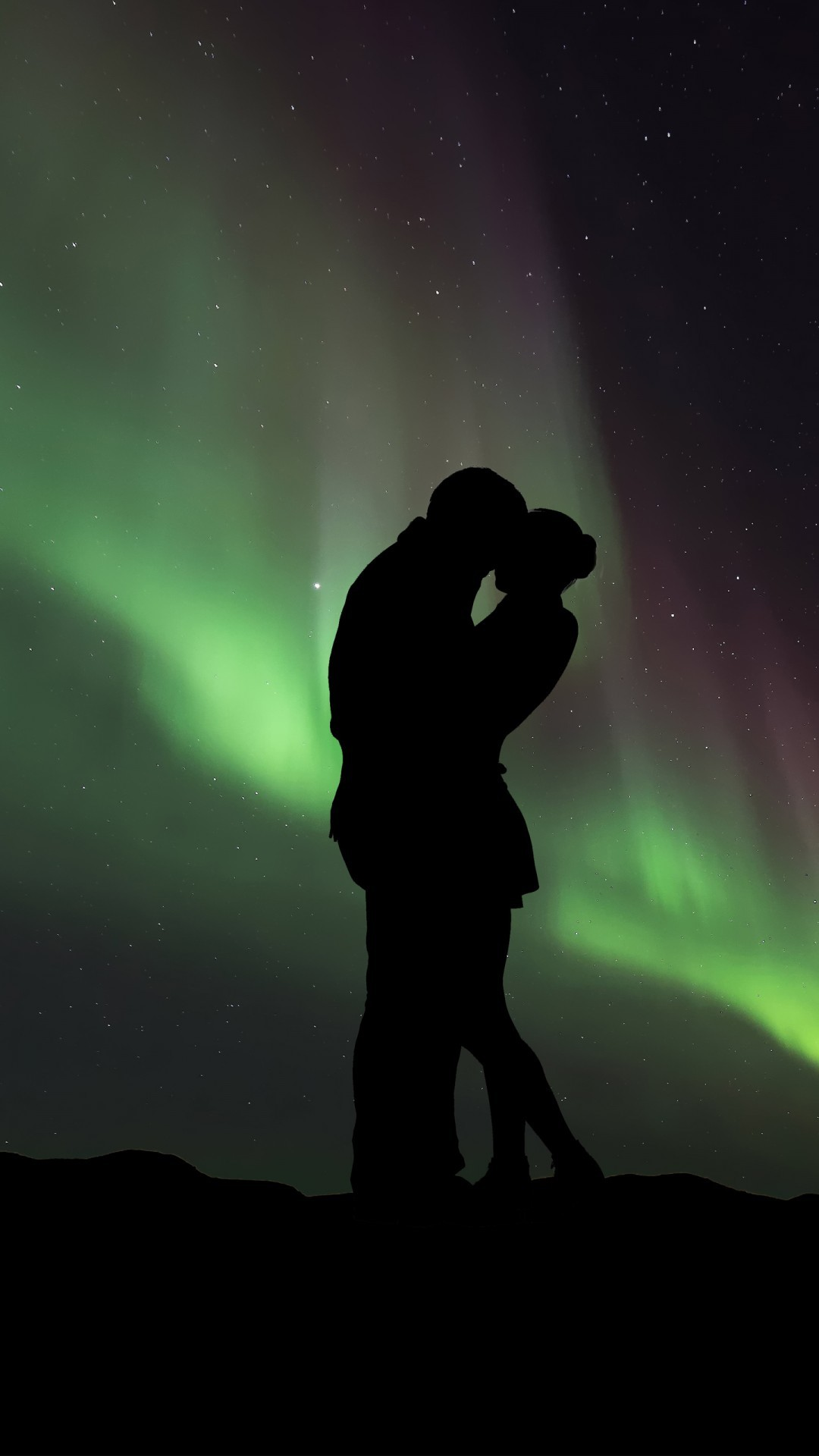Free Couple Silhouette Northern Lights phone wallpaper by jamesisaacnewtron