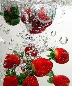 Free Strawberry Splash-Award Winning Photographs phone wallpaper by iamlal2